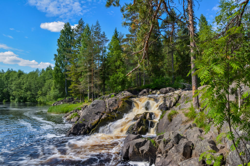 """Водопады в горном парке """"Рускеала"""". Фото: пользователь vamax с сайта fotokto.ru"""