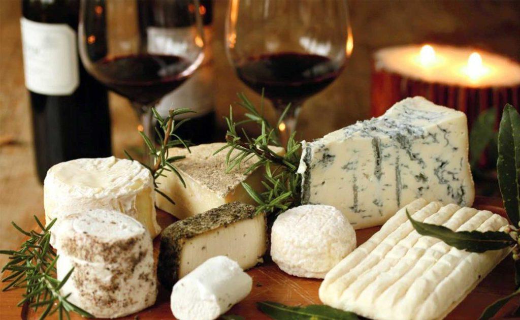 Локальные сыры и органическое вино в ресторане Piala