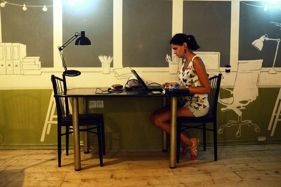 Рабочее место в Generator 9.8. Фото: Дарья Холодилина